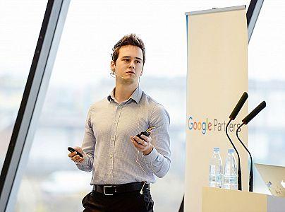 Vabljeno predavanje: Pregled spletnih trendov in osnovnih oglaševalskih orodij (Google Adwords in Google Analytics) – Miha Jamšek