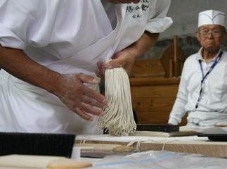 Skrivnosti ajdovih rezancev »soba« izpod rok 16 japonskih mojstrov